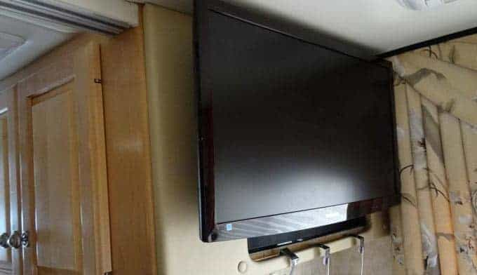 Benefits-of-Using-a-Flat-Screen-TV-in-your-RV